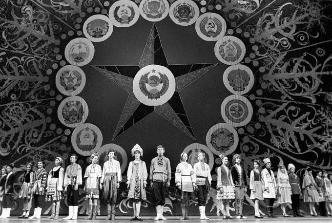 Во время новогоднего праздника в Кремлевском дворце съездов, 1982 год