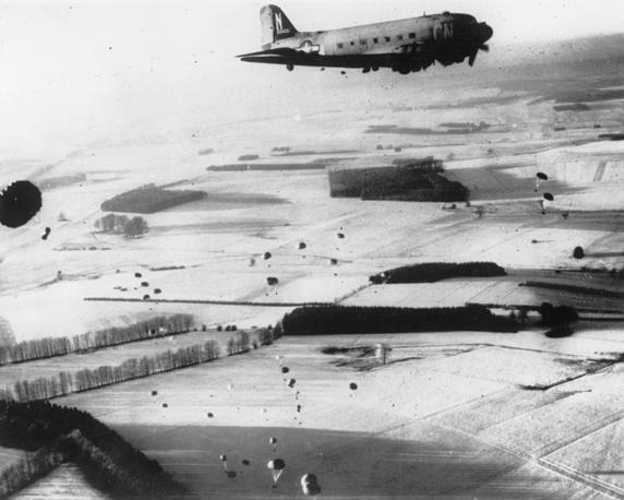 """16 декабря группа армий """"Б"""" под командованием фельдмаршала Вальтера Моделя начала Арденнскую операцию. В небе над Бельгией"""