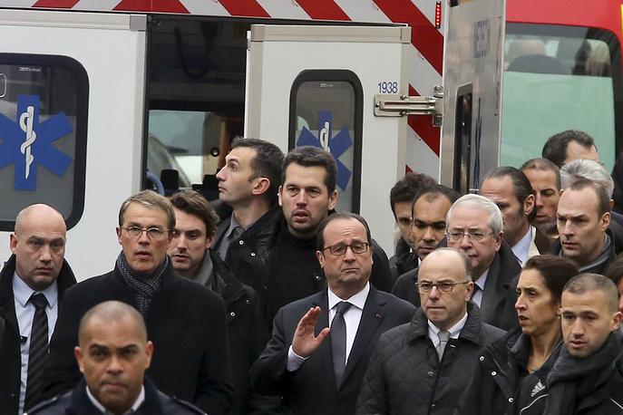 Президент Франции Франсуа Олланд назвал случившееся терактом