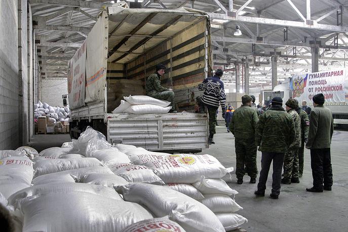 Одиннадцатая колонна МЧС России доставила гуманитарную помощь в Донецк и Луганск. 120 автомобилей доставили жителям Донбасса свыше 1,4 тыс. тонн гуманитарных грузов