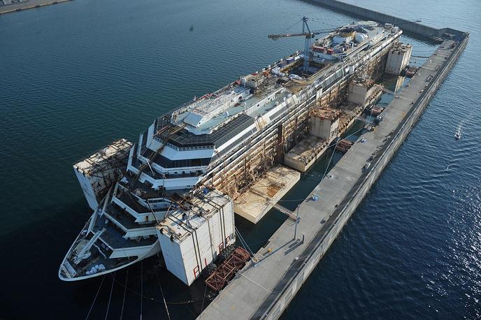 Власти острова Джильо оценили ущерб от крушения круизного лайнера в €125-189 млн