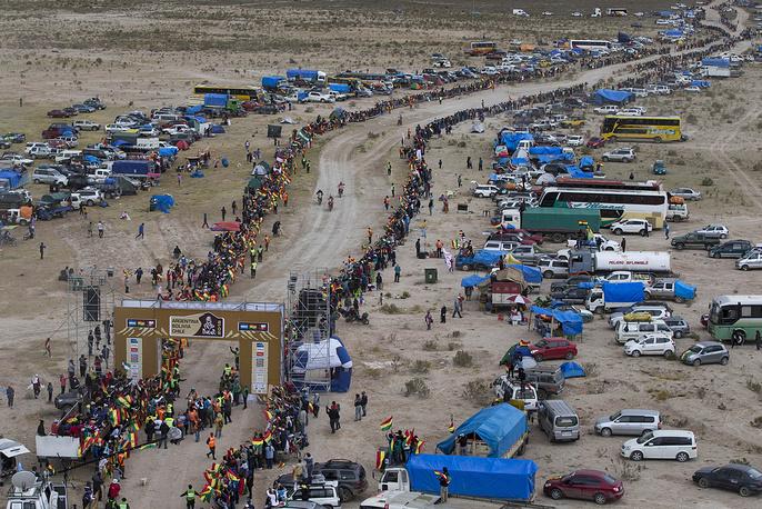 Завершение спецучастка в зачете мотоциклистов во время седьмого этапа гонки на участке Икике (Чили) - Уюни (Боливия), 11 января