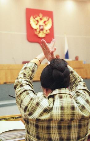 Член фракции ОВР Фарида Гайнуллина на заседании Госдумы, 2003 год