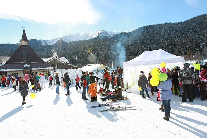 Весь день для гостей «Архыза» работали палатки с горячими напитками и сладостями.