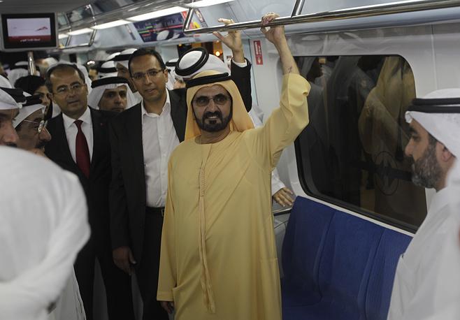 Вице-президент и премьер-министр ОАЭ и правитель Дубая шейх Мохаммед бин Рашид аль-Мактум во время официального открытия зеленой линии метро Дубая, ОАЭ, 2011 год