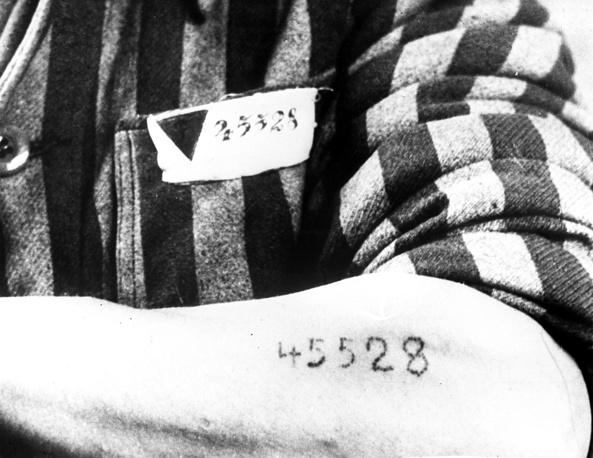 Татуировка на руке узника