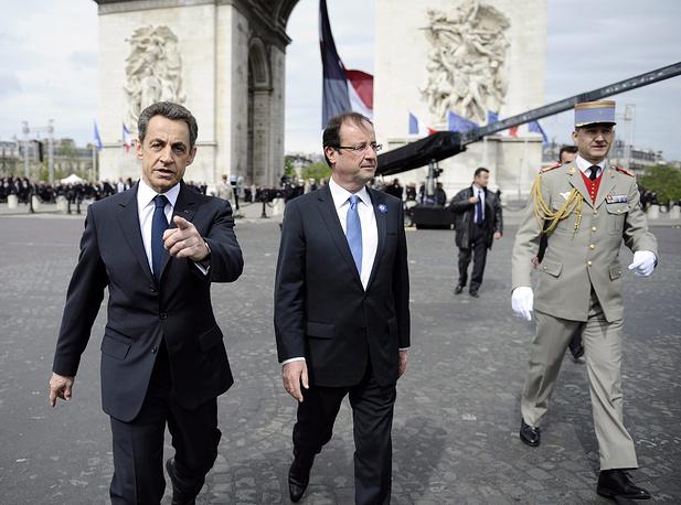 Уходящий президент Франции Николя Саркози и избранный президент Франсуа Олланд во время церемонии празднования 67-й годовщины победы союзников над нацистской Германией во время Второй мировой войны. Париж, 2012 год