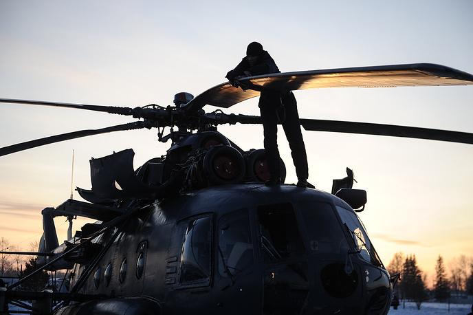 """Техническое обслуживание вертолета Ми-8 на авиационной базе """"Каменск-Уральский"""" после учебно-тренировочных полетов"""