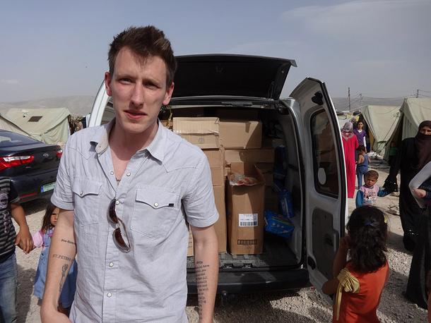 Американец Питер Кэссиг попал в плен 1 октября 2013 г. в Ливане, где оказывал помощь сирийским беженцам. Убит в ноябре 2014 г.