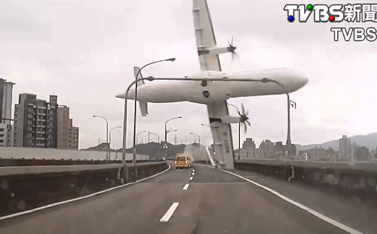Двухмоторный лайнер ATR-72-600 авиакомпании TransAsia Airways совершал рейс из тайбэйского аэропорта Суншань на архипелаг Цзиньмэнь в Тайваньском проливе