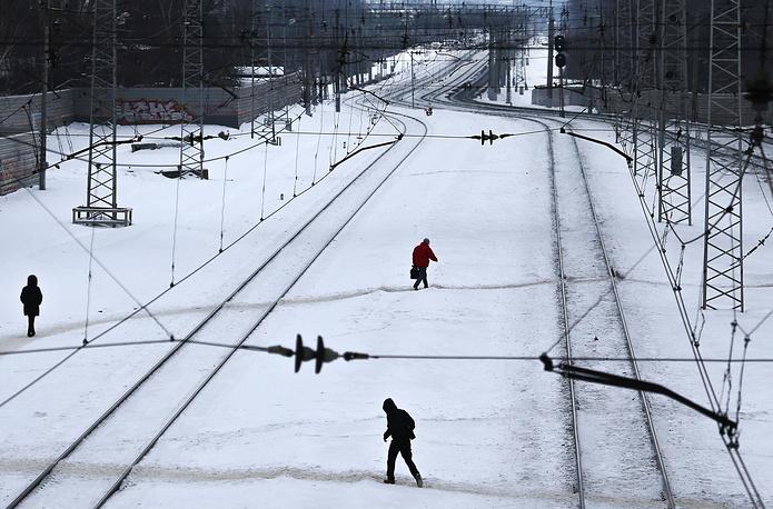 Регионы, где были отменены электрички, пытаются решить проблему заменой поездов на автобусы. Такое решение приняли власти Псковской, Курской, Орловской и Вологодской областей