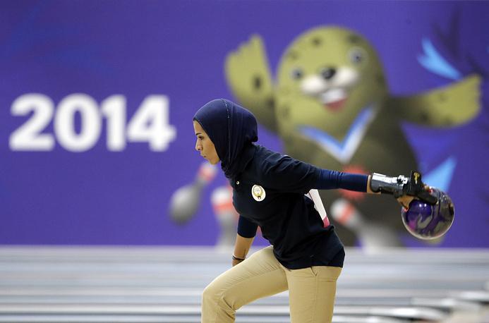 В сентябре 2014 г. женская сборная Катара по баскетболу приняла решение отказаться от участия в XVII Азиатских играх, так как организаторы турнира запретили игрокам команды выходить на площадку в хиджабах. На другие виды спорта запрет не распространялся