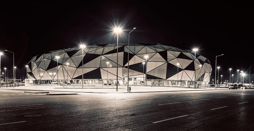"""Стадион """"Конья"""" (New Konya Stadium), располагается в турецком городе Конья. Вместимость: 41,9 тыс. зрителей. Домашняя арена клуба """"Коньяспор"""". Ввод в эксплуатацию: сентябрь 2014 года"""