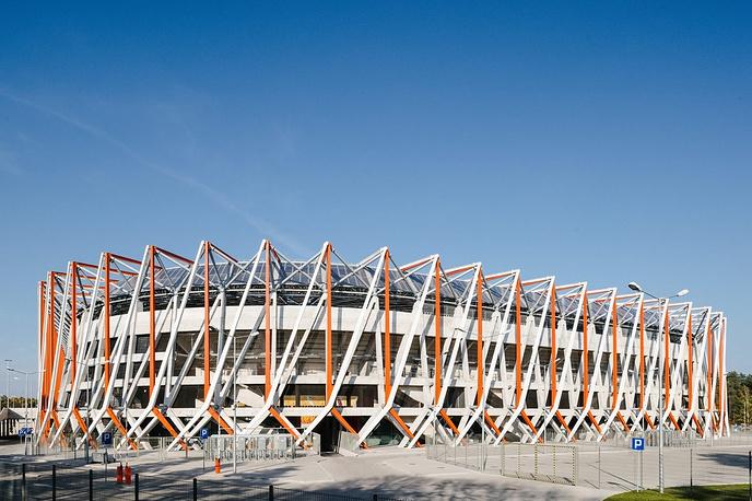 """Городской стадион в Белостокe (Stadion Miejski w Białymstoku), располагается в польском городе Белосток. Вместимость: 22,3 тыс. зрителей. Домашняя арена клуба """"Ягеллония"""". Ввод в эксплуатацию: сентябрь 2014 года"""