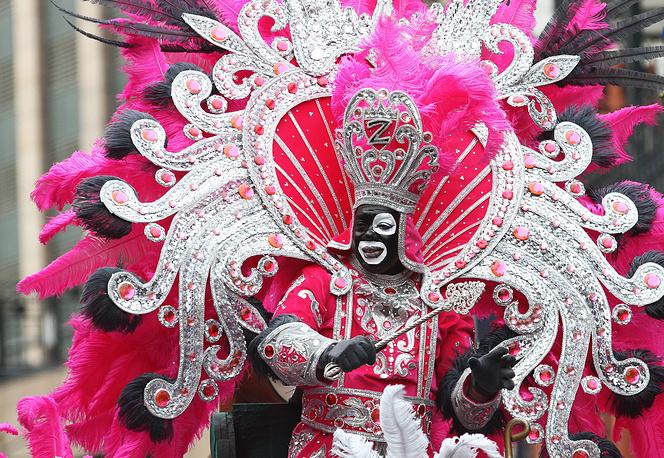 Участие в шествии принимают различные карнавальные школы