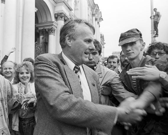 Мэр Ленинграда Анатолий Собчак во время митинга на Дворцовой площади, 1991 год