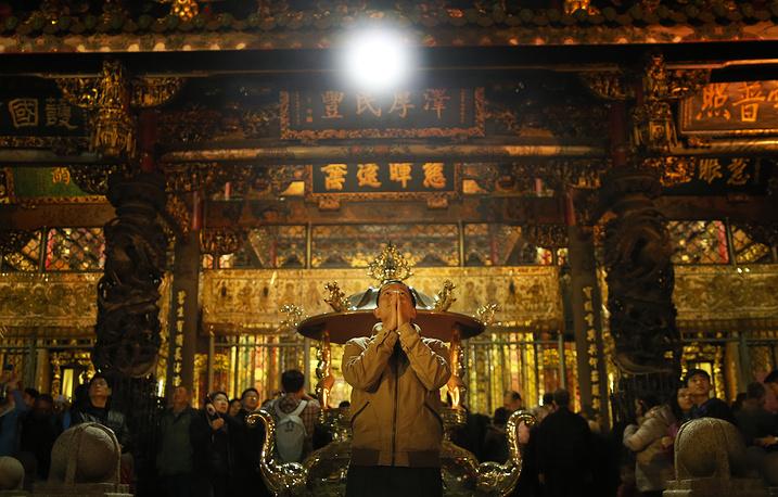 Китайцы уделяют особое внимание молитвам и поклонению богам. На фото: древний храм Лонгшан в Тайбэе