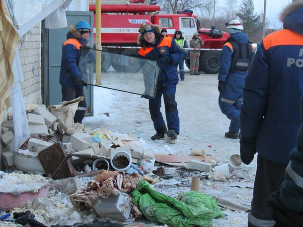 Сотрудники МЧС во время ликвидации последствий взрыва