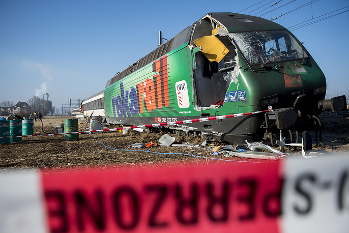 Как сообщил один из пассажиров, поезд S-Bahn, едва тронувшись в путь, вдруг начал резко тормозить