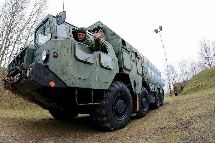 Механик-водитель самоходной пусковой установки зенитно-ракетного комплекса С-300