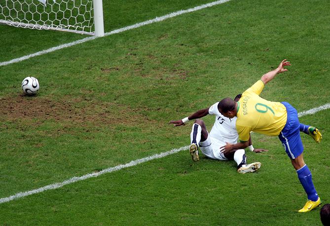 Забив мяч в ворота сборной Ганы на ЧМ-2006, Роналдо обновил рекорд по количеству голов на мировых первенствах (15 мячей). В 2014 году на турнире в Бразилии это достижение побил форвард команды Германии Мирослав Клозе (16)