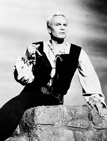 """Британский актер Лоуренс Оливье в фильме """"Гамлет"""", режиссером которого выступил он сам, 1948 год. Фильм получил две премии """"Оскар"""" за лучшую мужскую роль и за лучший фильм"""