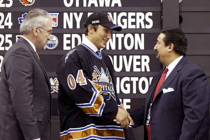 Овечкин был выбран под первым номером драфта, став вторым после Ильи Ковальчука российским хоккеистом, удостоенным этой чести