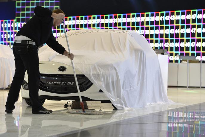 10 марта 2015 г. стало известно, что прекращены поставки в РФ модели Mazda 3. При этом продажи более дорогой модели, Mazda 5, было решено продолжить