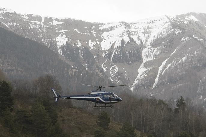Из-за сложного рельефа местности вертолеты не могут совершать посадки в этой зоне