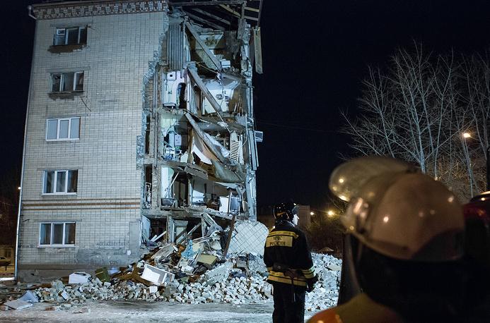 На месте обрушения угла пятиэтажного жилого дома в Тюмени
