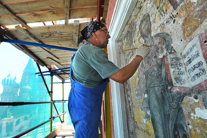 Реставрация надвратной иконы Спаса Смоленского на Спасской башне Московского Кремля, 2010