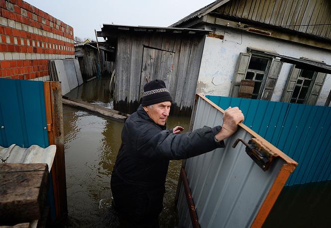 29 марта в Спасском районе Приморья вода в реке Кулешовка за несколько часов поднялась на 45 сантиметров, подтопив 136 дворов. В Спасске-Дальнем ввели режим ЧС