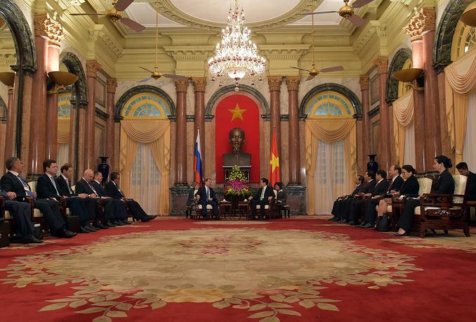 Премьер-министр РФ Дмитрий Медведев и президент Вьетнама Чыонг Тан Шанг