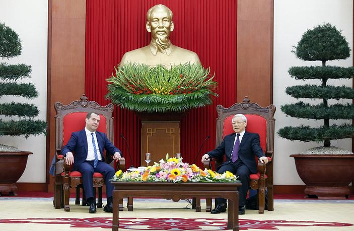 Премьер-министр РФ Дмитрий Медведев и генеральный секретарь ЦК Коммунистической партии Вьетнама Нгуен Фу Чонг , Ханой, 6 апреля