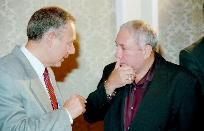 Министр иностранных дел России Андрей Козырев и скульптор Эрнст Неизвестный в Нью-Йорке, 1995 год