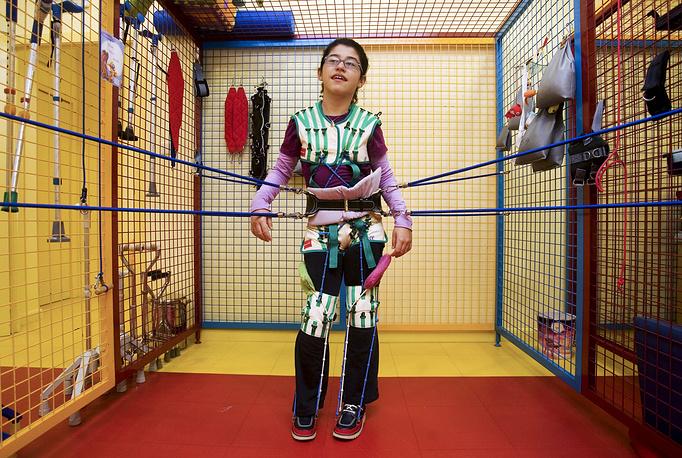 Костюмы для детей больных ДЦП созданы на основе костюмов космонавтов, которые они использовали для поддержания тонуса мышц