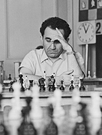 Советский шахматист, 9-й чемпион мира с 1963 по 1969 год, девятикратный победитель шахматных Олимпиад в составе команды СССР Тигран Петросян
