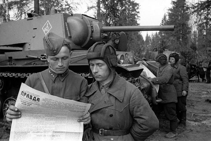 На передовую к танкистам Западного фронта пришли свежие газеты, 1942 год