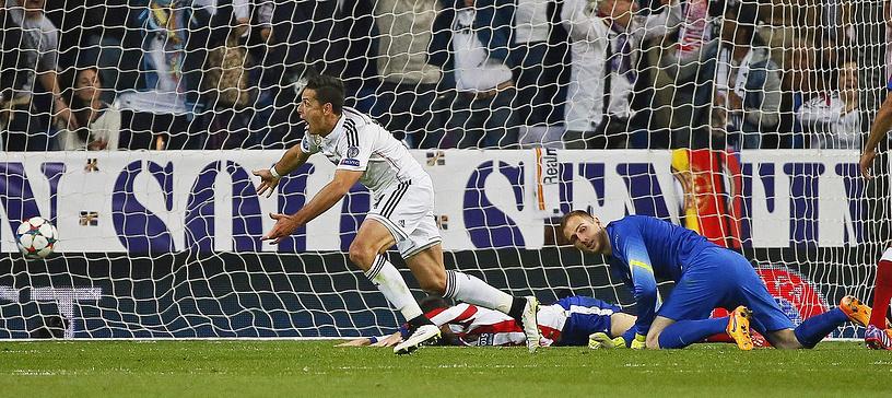 Но на 88-й минуте встречи словенский голкипер не смог выручить команду - Хавьер Эрнандес забил решающий мяч