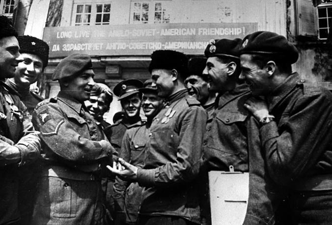 Встреча советских казаков с солдатами английской армии