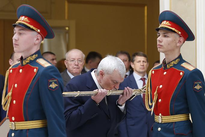 Губернатор Санкт-Петербурга Георгий Полтавченко (в центре)
