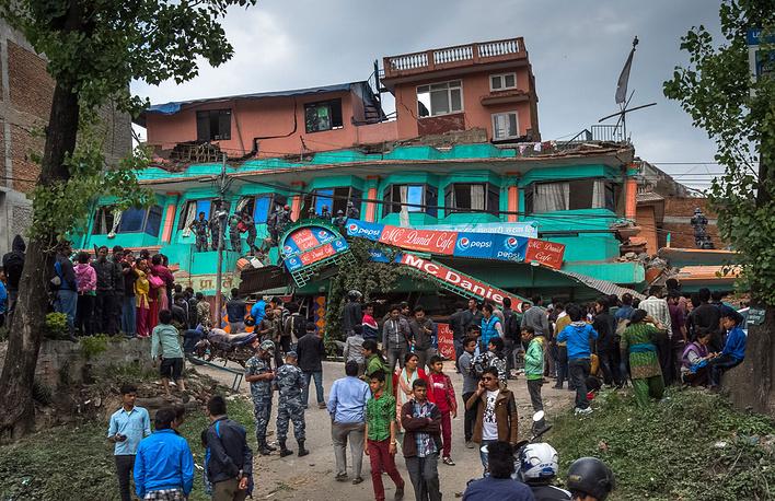 """В первую очередь, пострадали гестхазуы - некачественный непальский отельный """"новодел"""" схлопывался, как картонные коробки"""