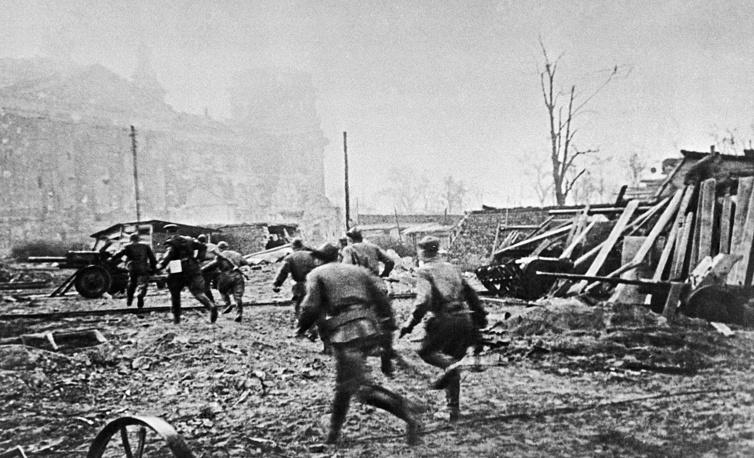 Утром 2 мая гарнизон рейхстага прекратил сопротивление