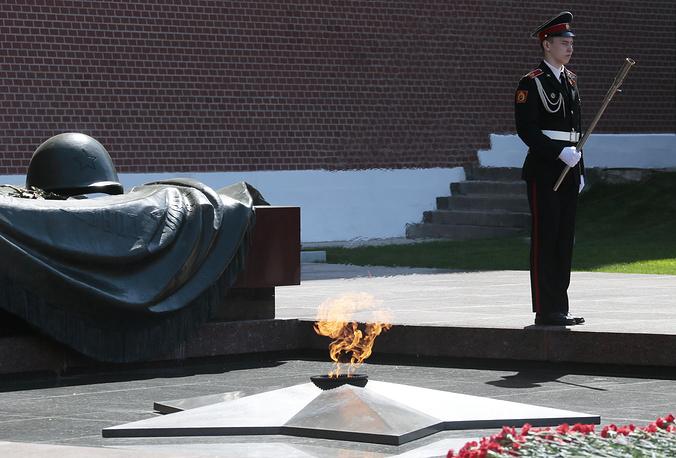 Торжественная церемония передачи Вечного огня у Могилы Неизвестного Солдата регионам РФ