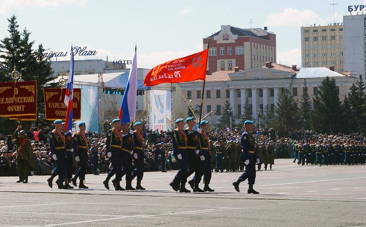 1200 человек приняли участие в параде в Улан-Удэ