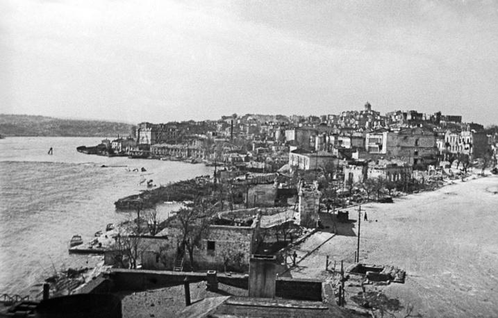 Вид на освобожденный от гитлеровцев город, 1944 г