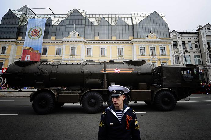 Военная техника во время парада, посвященного 70-й годовщине Победы в Великой Отечественной войне, во Владивостоке
