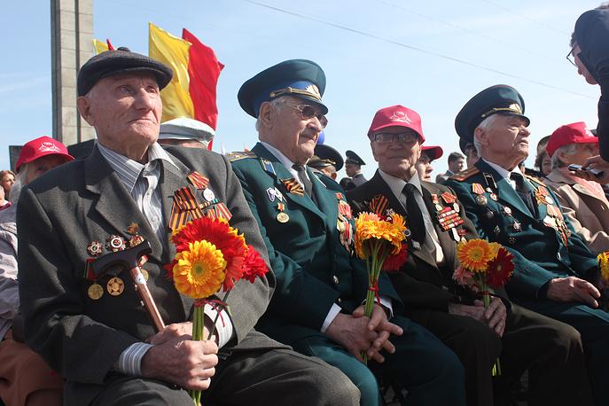 Ветераны во время празднования Дня Победы в Твери