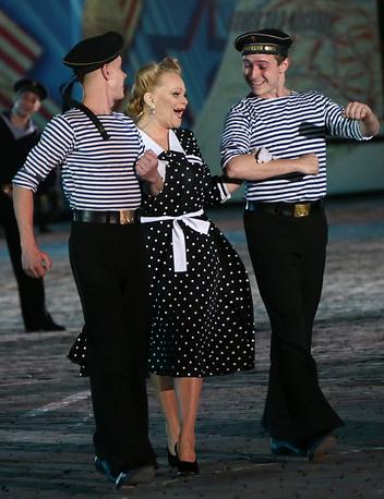 Лариса Долина во время выступления на праздничном концерте на Красной площади