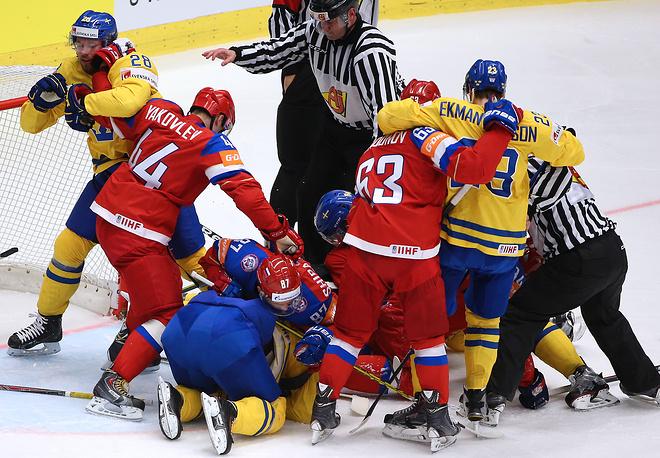Четвертьфинальная встреча между россиянами и шведами проходила в упорной борьбой, зачастую сопровождавшейся стычками